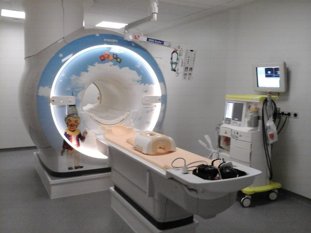 3-тесловый аппарат МРТ фирмы Филипс в детской клинике